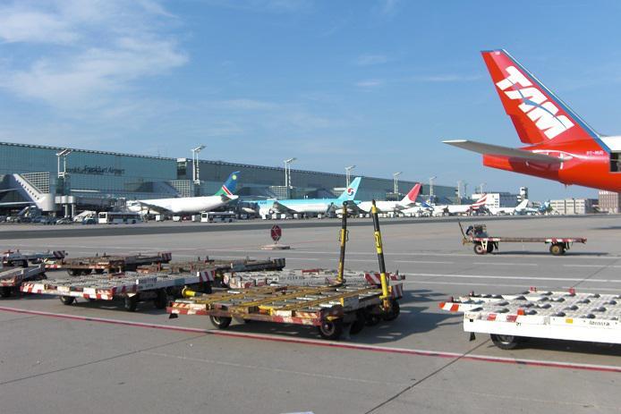 flugzeug ankunft frankfurt flughafen