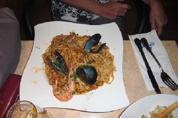 Mediterrane kuche mit insel for Kuchen mit insel bilder